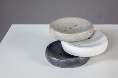 voh-seebialus-tumehall-valge-helehall-soap-dish-round-darg-grey-white-black