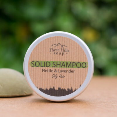 three-hills-soap-Tahke-sampoon-rasustele-juustele-nogese-ja-lavendliga-solid-shampoo-for-oily-hair