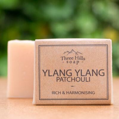 THS-110-three-hills-soap-külluslik-ja-harmooniat-loov-ylang-ylangi-patšuli-seep