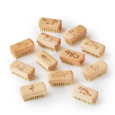 EL-KNB-12-ecoliving-puidust-kuunehari-lastele-kids-wooden-nail-brush