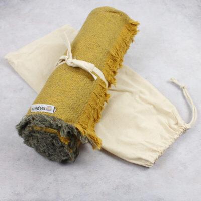 RSW-T006-respiin-villane-narmastega-pleed-sinepikollane-wool-throw-saffron