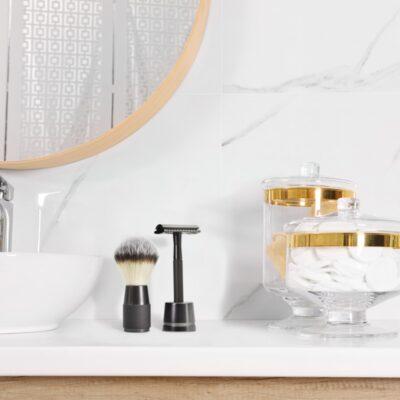 Bambaw-raseerimise-vahupintsel-Shaving-Brush-Black-2-Lifestyle