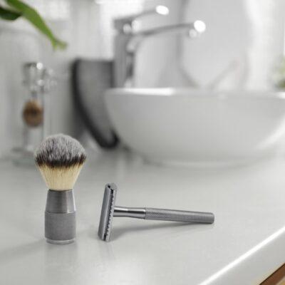Bambaw-raseerimise-vahupintsel-Shaving-Brush-Silver-2-Lifestyle